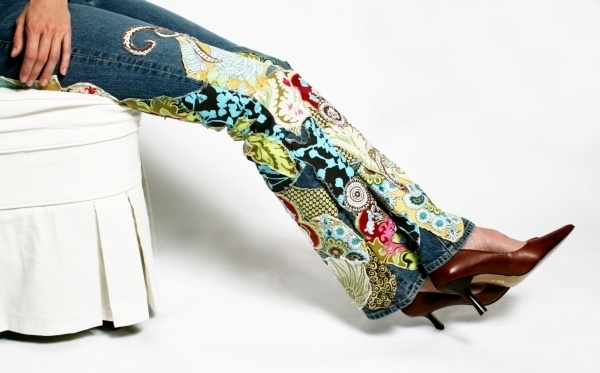 Cute idea to jazz up plain jeans so they are OOAK, and use up some of your favorite fabric scraps.fusible web and zig zag/stitch around the edge like an applique.