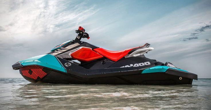 Inca mai ai timp sa te bucuri de caldura si soare. Daca tot planuiesti sa mai mergi spre plaja, atunci poate ca trebuie sa incerci sa faci asta cu un jet ski, iar Sea-Doo Spark Trixx este solutia perfecta. #Seadoo #Spark #Trixx #JetSki