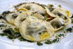 Ravioli med sopp, pecorino og hasselnøtter, toppet med hvitløks- og persillesmør fra Spiselandslaget