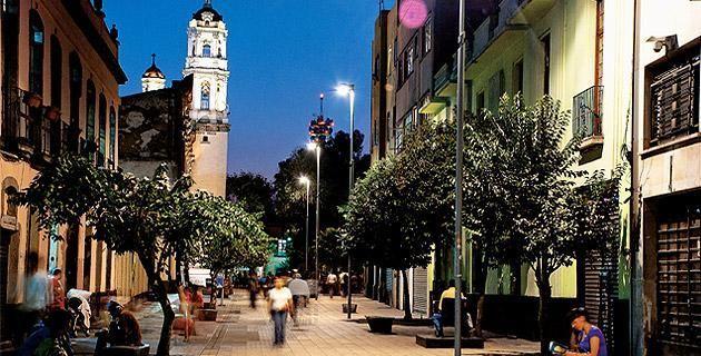 ¡Enamórate de Regina! Un paseo por este antiguo barrio del DF. Te invitamos a recorrer el antiguo barrio de Regina, en el Centro Histórico de la Ciudad de México, ahora con un nuevo rostro, renovado y rescatado del caos vial para el deleite de todos.