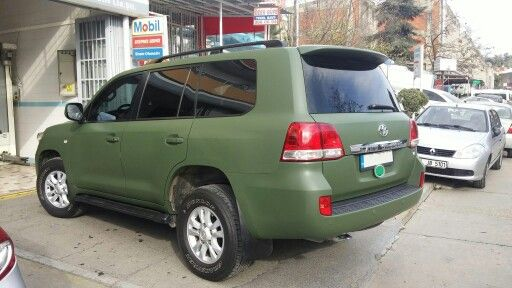 Toyota Land Cruiser wrapped in matt military green by Autovizyon.