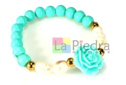 Pulsera de piedra en color azul, perla de rio y bola separado de flor en color azul