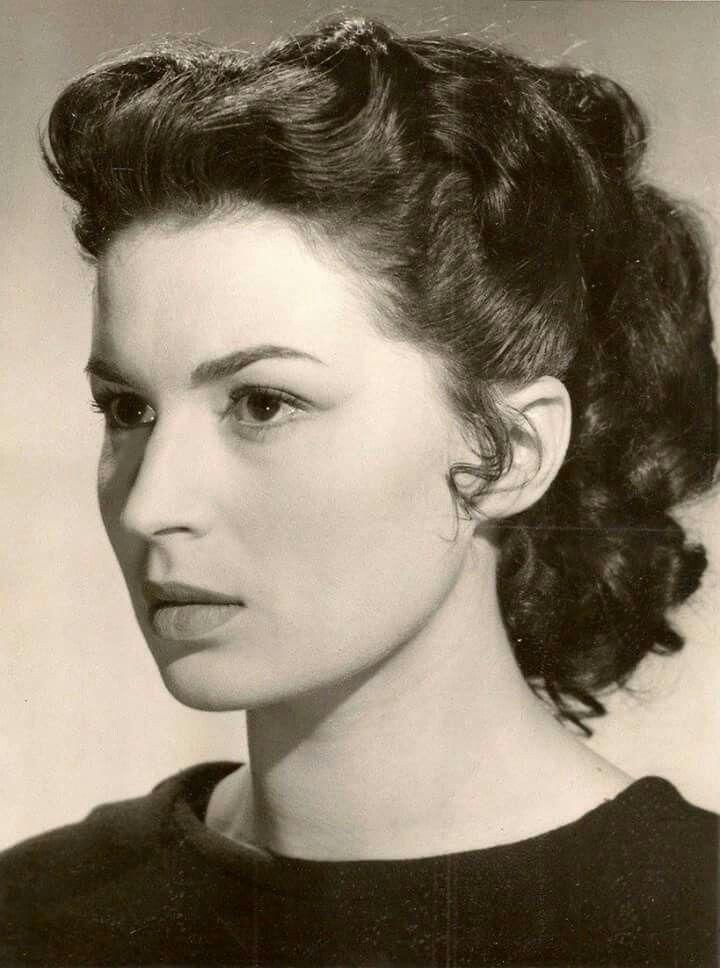 Silvana Mangano è immortalata durante il provino per il film Ulisse (1954), di Mario Camerini.