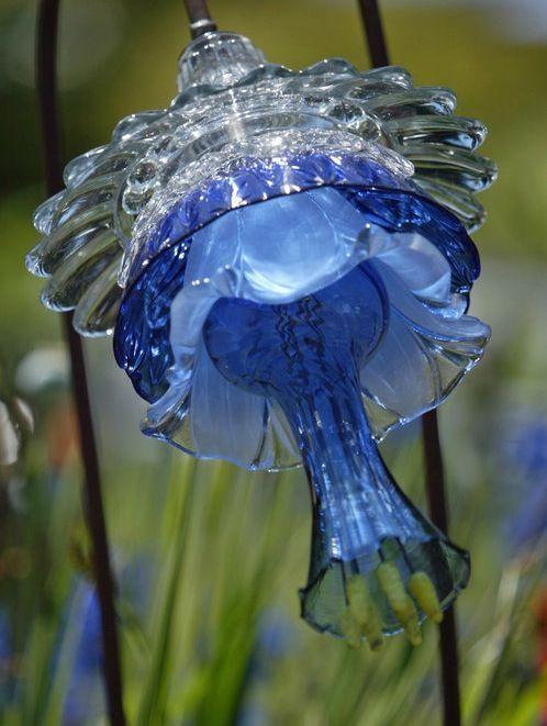 …………….. Glass Flowers by Washington Artist MIKE URBAN
