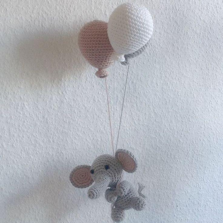 Hæklet uro med balloner og elefant - Se dette Instagram-billede af @mormorshaekleliv • 172 Synes godt om