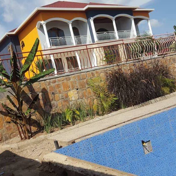 A New Large House With A Swimming Pool For Rent In Kigali Kibagabaga Locatio Swimming Pools Renting A House House Styles
