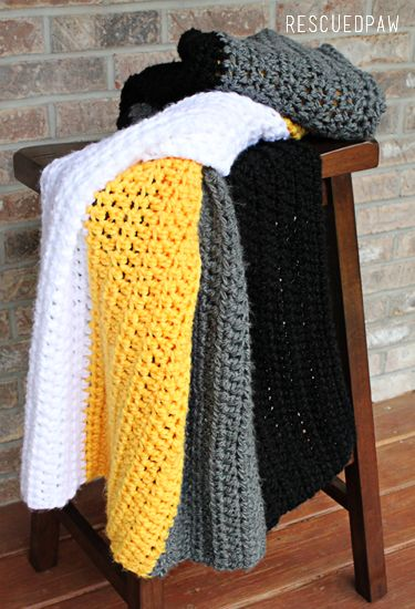 Steelers Crochet Throw Blanket {FREE PATTERN} #Stripes #Easy