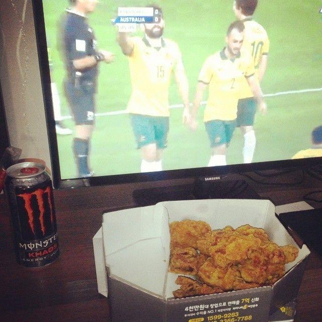 화이팅 대한민국! Enjoying the 2015 Asian Cup Final with a little fried chicken #KoreanStyle #AC2015 #AUSvKOR
