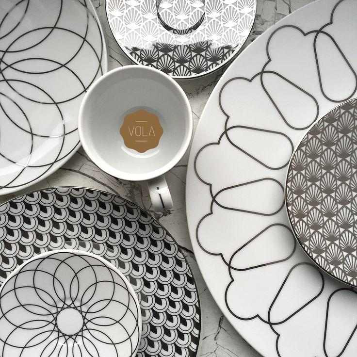 Polska marka Vola to nowoczesny wygląd, proste formy oraz monochromatyczne zdobienia. Produkty zachwycają unikalnym wzornictwem oraz różnorodnością dekoracji – od subtelnych po wyraziste.