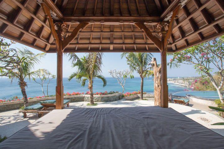 Infinity pool, room photo, bale views, ocean views and Balinese portal entrance, Bingin beach.  www.binginbungalows.com