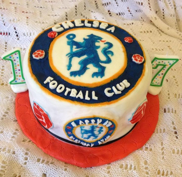 Chelsea football badge cake