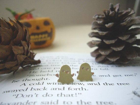 Contributor Post bySheila and ShannonfromBeadyEyedBird Here comes my FAVORITE holiday! (Yes I know I'm strange!) But I do enjoy it when all the little ghouls and goblins roam the streets …