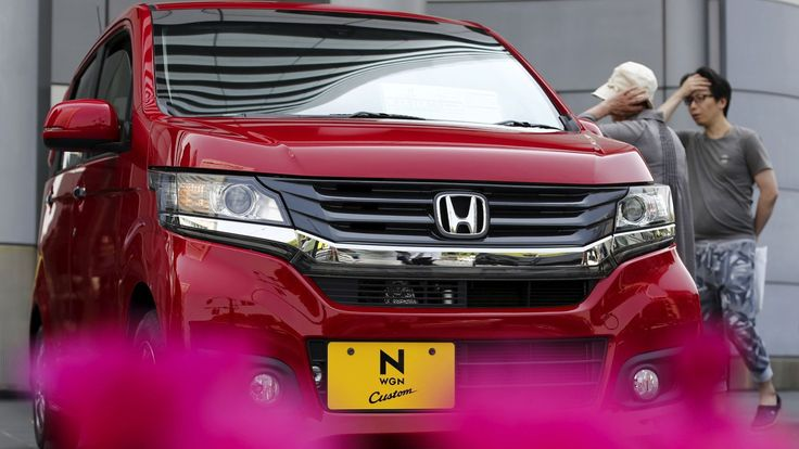 The US government says Honda car dealers charged higher interest rates to blacks, asians, and hispanics.