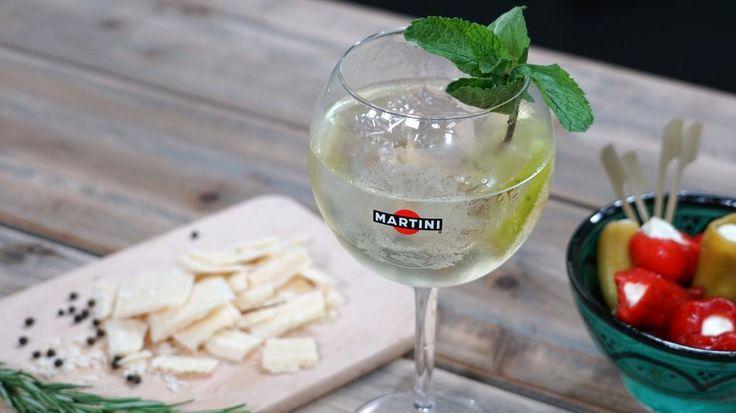 Heerlijk zomerse cocktail: de Martini Bianco Royale | VTM Koken
