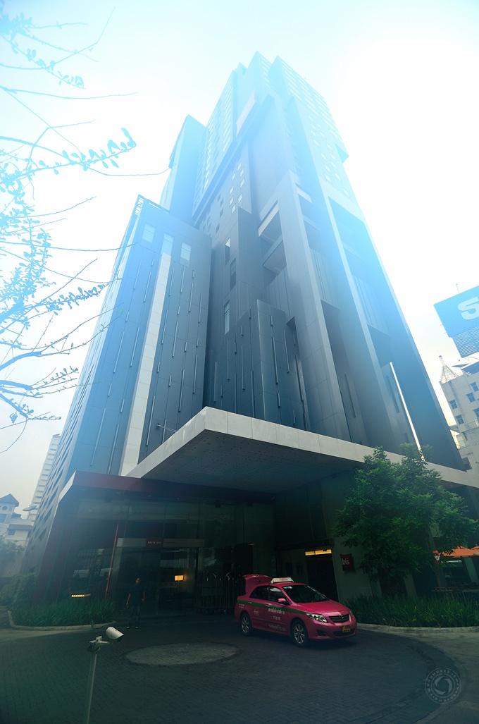 Fog in my lense. Mercure Bangkok Siam Hotel.