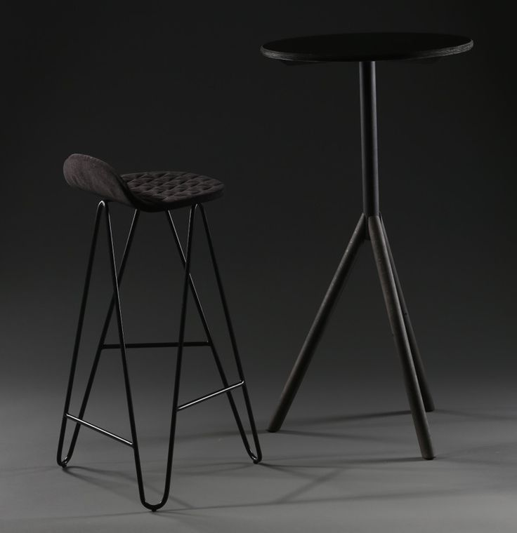 Mannequin bar table