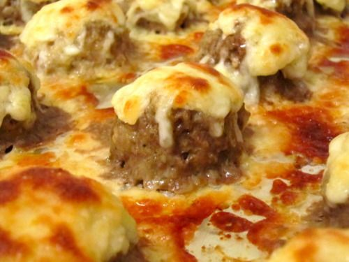 Ooey Gooey Cheesy Meatballs Recipe ~ The drizzled mayonnaise paired so well with the melted mozzarella and Parmesan, which was topped on each individual meatball. It acted more as a sauce base, so you don't even need marinara sauce with these. They seriously tasted fantastic by themselves... New Years Eve Party Dish!