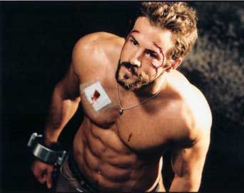 Ryan Reynolds Ab Workout Ryan Reynolds starred with Jessica Biel (Abigail/Abby) in Blade: Trinity. Ryan Reynolds played the character, Hannibal King. Both actors worked out with the same trainer, Darren Chapman. Ryan Reynolds spent 3 months on a 3200 calorie diet, in order to gain the 25 pounds he needed for the role. Ryan Reynolds
