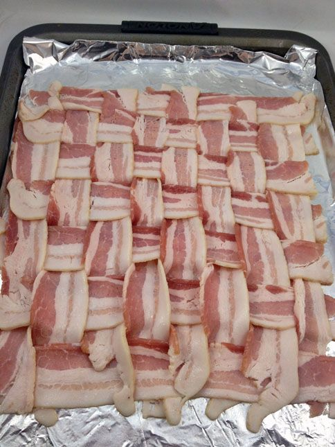 Bacon Weave Pizza - A pizza with a crust made entirely out of bacon! Click through for more ...