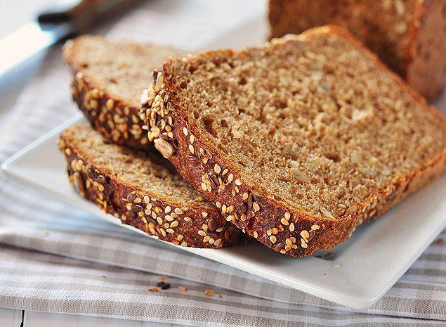 Hepimizin bildiği kepekli ekmekle başlayalım...