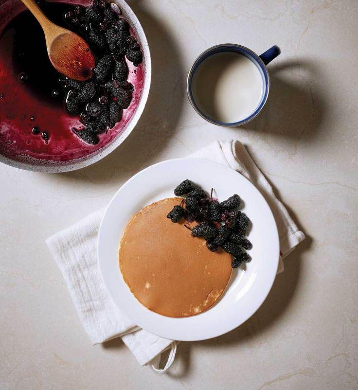팬케이크와 오디콩포트로 에너지를 보충하는 예술가 부부 © 양성모