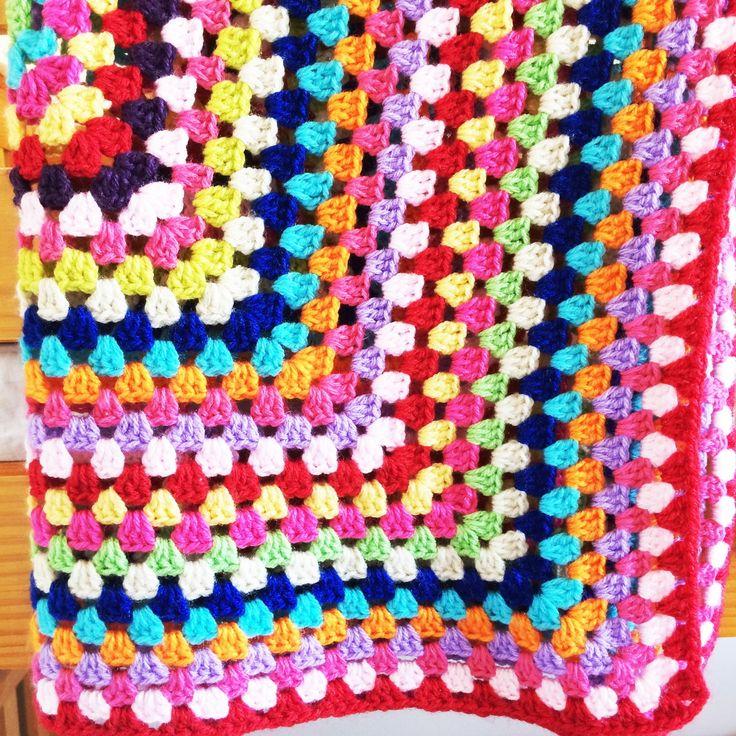 As mantinhas Coloré são coloridas, macias e quentinhas. Perfeitas para sonecas e passeios, para um aconchego no carrinho e até mesmo para decoração.    Cores da manta:  Lilás - Verde limão - Turquesa - Fúcsia - Amarelo - Vermelho - Roxo - Rosa Bebê - Verde lima - Bege - Azul Royal - Laranja    Fe...