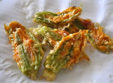 Fiori di zucca con ripieno di mozzarella e prosciutto