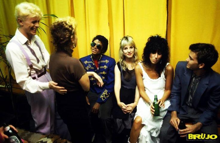 1983 - BACKSTAGE OF SERIOUS MOONLIGHT .....!!!!!  DAVID BOWIE, BETTE MIDLER, MICHAEL JACKSON, GEORGANNE LaPIERE, CHER & TIMOTHY HUTTON .....!!!!!  PHOTO BY : DENIS O'REGAN .....!!!!!  #BETTEMIDLER   #DAVIDBOWIE   #MICHAELJACKSON   #CHER   #IMÁGENESMUSICALES   #AMANKAYFLOWER   #BRUJO