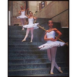 akiresal #Milano#stazionecentrale#ormaiquisonodicasa#cosebelle#ballerine#danzaclassica#labellezzapuoessereovunque#seguardiconigiusti#occhi#youcanseebeautyeverywhere#