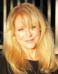 Arlene Prunkl, Canada. Keynotes and Speakers | Editors' Association of Canada / Conférencières d'honneur et Conférenciers | l'Association canadienne des réviseurs