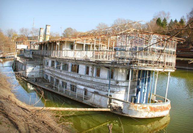 Szoke Tisza: Abandoned Riverboat in Szeged, Hungary