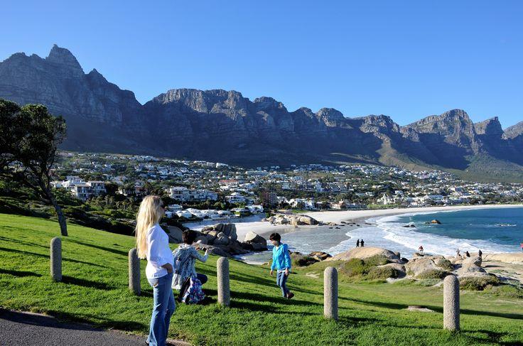 Die 12 Apostel erstrecken sich in Kapstadt entlang der Atlantikküste