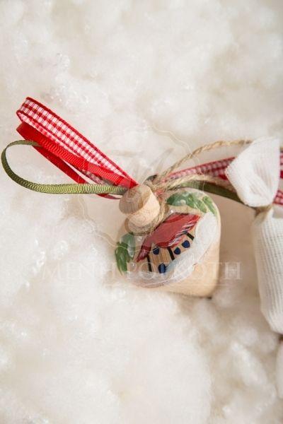 Χριστουγεννιάτικες μπομπονιέρες βάπτισης για αγόρι και κορίτσι ξύλινη σβούρα με χειροποίητη χριστουγεννιάτικη ζωγραφιά