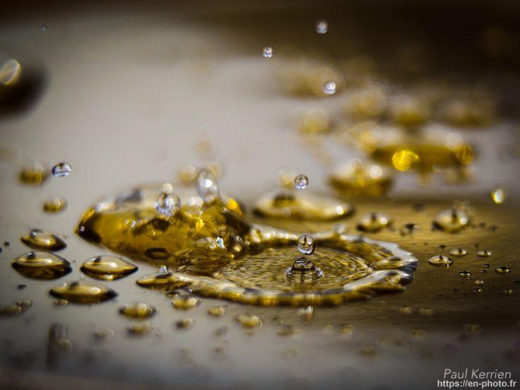 des gouttes sur un de mes lingots d'or  - que je nettoyais dans mon évier ;)  © Paul Kerrien 2018 https://en-photo.fr Finistere Bretagne
