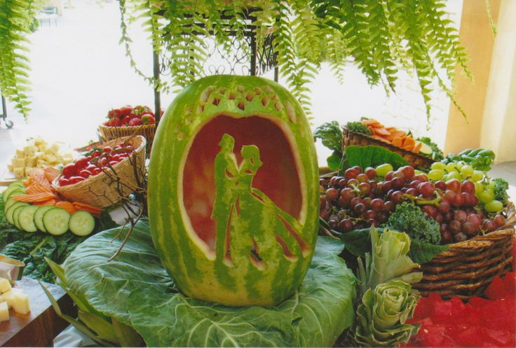 Bride and groom watermelon carving wedding ideas