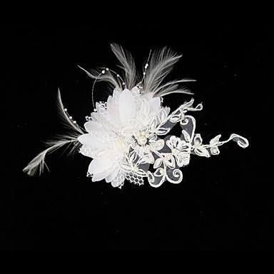 Tocado novia con broche, en satín y encaje, con imitación perlas y plumas. Longitud aprox. 12cm y ancho aprox. 8cm $15.000