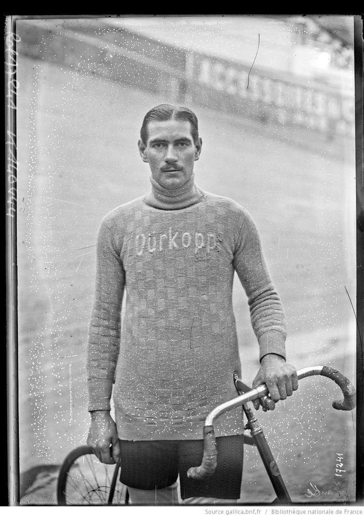 Janke [ <mark class='highlightedText'>portrait</mark> du coureur cycliste à côté de son vélo] : [photographie de presse] / [Agence Rol]