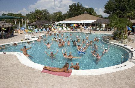 beautiful pool - Foto van Cypress Cove Nudist Resort