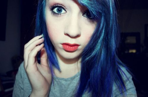 Sou maluca por tinturas no cabelo tanto que já pintei meu cabelo de rosa,roxo,laranja,vermelho...bem menos de branco eu acho...  Aqui irei...