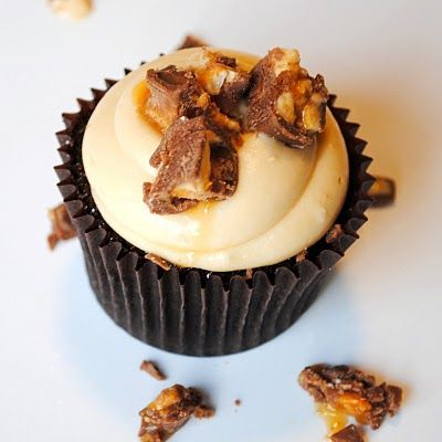 Snickers cupcakes: Baking Addiction, Fun Recipes, Snickers Cupcakes, Snicker Cupcakes, Yummy Cupcakes, Chocolates Cupcakes, Cupcakes Recipes, Cups Cakes, Cupcakes Rosa-Choqu