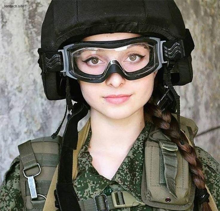 Девушки в армейской форме