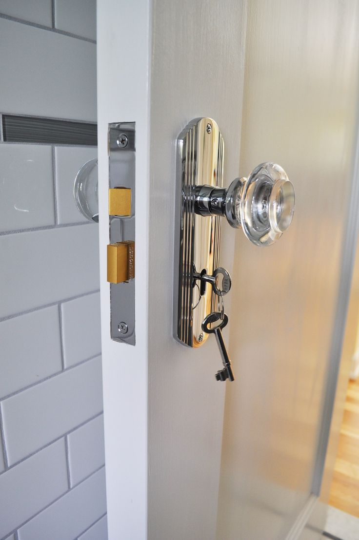 Crystal door knobs with lock - Nostalgic Deco Plate Round Clear Crystal Knob Mortise Lock Combo In Bright Chrome Photo