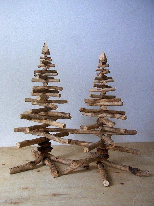 **Dezente Holzbäume für diejenigen unter Euch, die Tradition & Weihnachten lieben – aber Kitsch hassen!**   Wunderbar als Geschenk geeignet!  Design / Bernd Kohl   **Maße:**  Höhe / zw. 47...