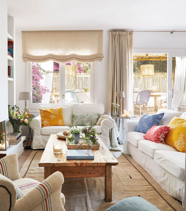 """Salón en blanco con dos sofás en """"L"""""""