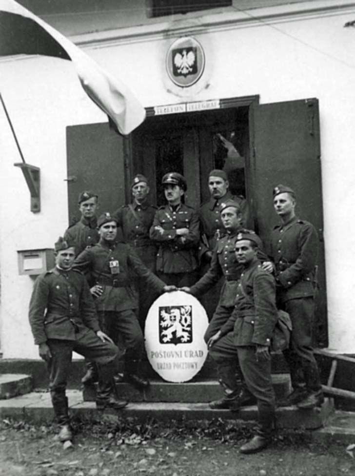 Polish soldiers in the Czech village of Ligotka Kameralna, pin by Paolo Marzioli