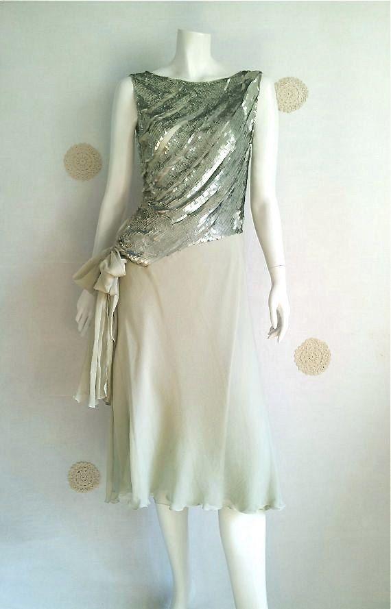 GENNY abito in seta pura di colore verde chiaro, made in Italy,  anni '90, foderato in seta, taglia 44, condizioni perfette.