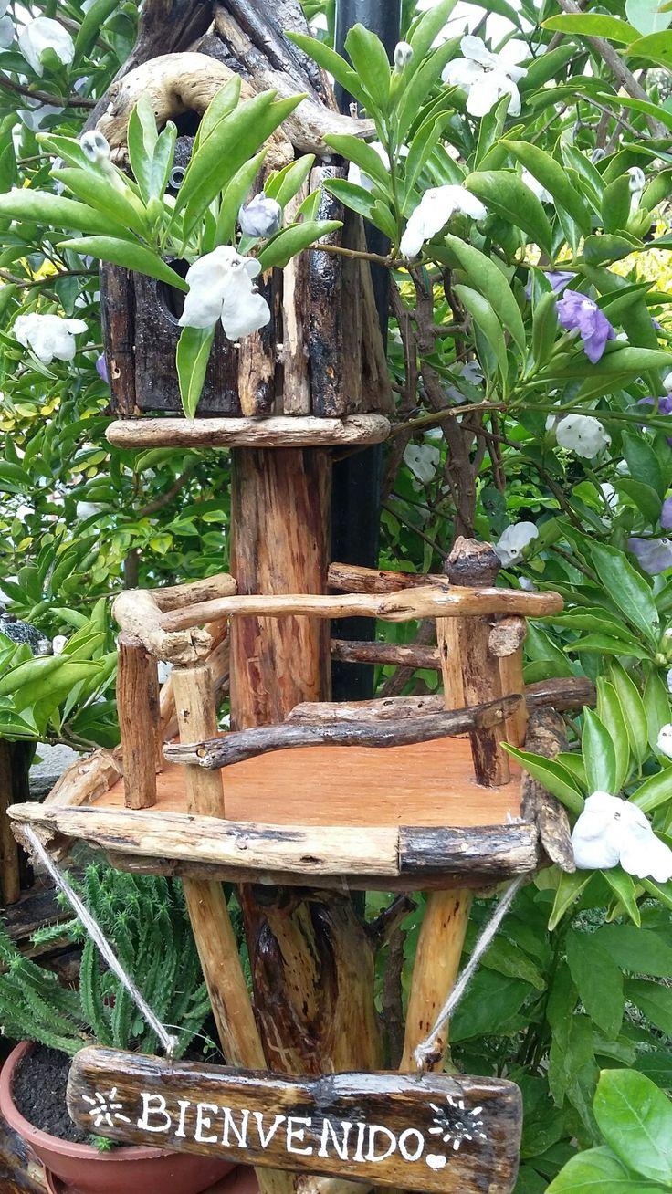 Artesanía casa de madera en miniatura con niveles y balcón para el jardín