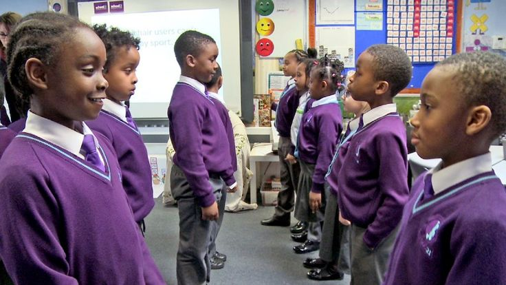 School 21 develops confident students who can articulate their thoughts and learning with strategies like discussion guidelines and roles and structured talk tasks.