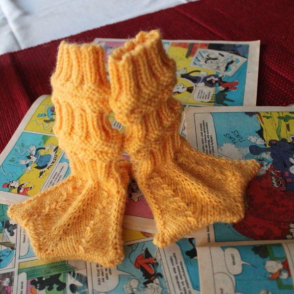 Vauvan sukat neulotut ankkasukat vauvasukat villasukat vauvalahja 7 veljestä seiskaveikka räpylät