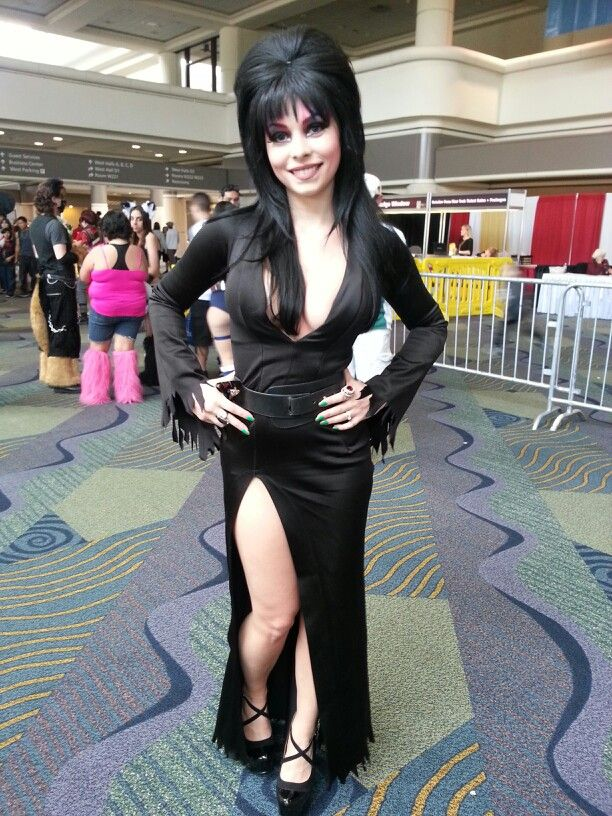 Elvira Cosplay Elvira Cosplay Cosplay Halloween